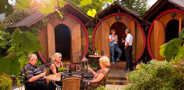 Genießen Sie die Ruhe der Naturlandschaft auf unserer Weinterrasse.